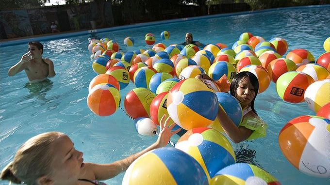 10 Swimming Pool Games Anyone Can Play Lifedaily