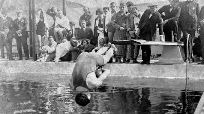 How Did Harry Houdini Die – And Why? | LifeDaily