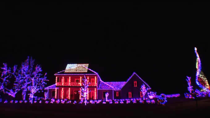 Family Pays Homage Veterans Unbelievable Holiday Light Lights Music Weren