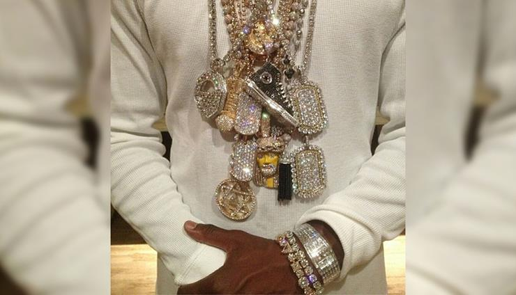 20 times floyd mayweather flaunted his wealth in