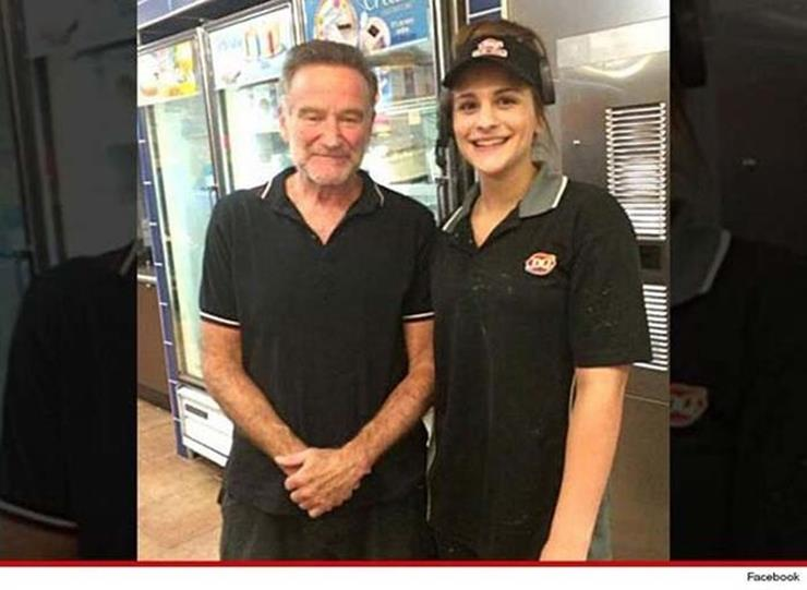 Robin Williams Posing with Fan